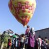 Penduduk Sambut Tahun Baru Menerbangkan Balon Udara