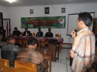 Pemuka Masyarakat Cimuncang Berdialog dengan Tim FGD BNN. (Foto: John).