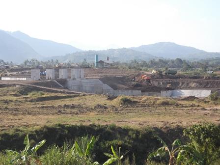 Dam Bendung Copong Juga Belum Tuntas Dibangun. (Foto: John).