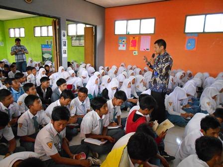 Syam Sumaryana Advokasi P4GN Ratusan Murid SMAN 16 Garut. (Foto: John).