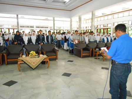 Darmawan, SE Memandu Deklarasi Komunitas Peduli P4GN Sekurangnya 300 Pelajar Garut, Kamis (31/10). Foto: John.