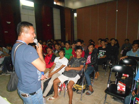 Ipan Suparsono juga Presentasikan Motivasi Hidup Sehat bagi Peserta Advokasi. (Foto: John).