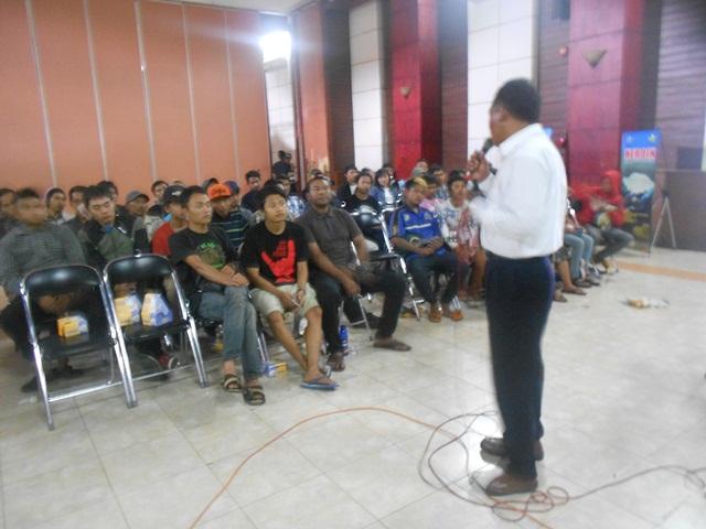 Aiptu Asep AK dari Jajaran BNNK Lainnya Juga Bebagi Ilmu dengan Peserta Advokasi. (Foto: John).