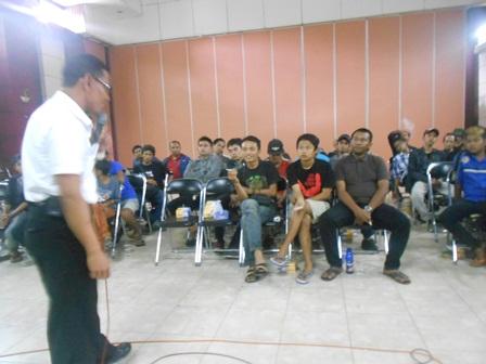 Darmawan, SE Presentasikan Pemahaman Manfaat Menjawi Masyarakat yang Saleh. (Foto: John).
