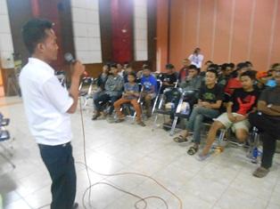 Dindin Solehudin Sajikan Kerugian Penyalahguna Narkoba, Senin (21/10). Foto: John.