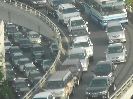 Ilustrasi, Kemacetan, Juga Sebabkan Biaya Tinggi. (Foto: John).