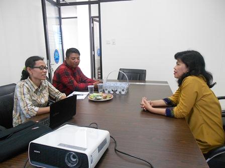 Kepala BNNK Garut, AKBP Widayati, BA Akrab Menerima Kunjungan Komunitas 7 Keys Network. (Foto: John).