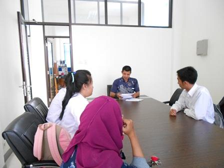 Syam Sumaryana, SH, MH Berdialog dengan Civitas Academica STH Garut. (Foto: John).