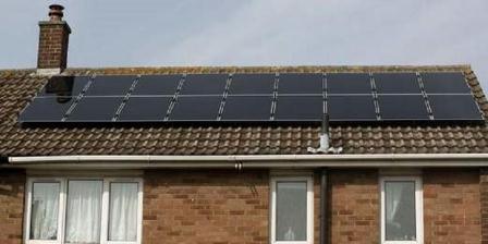 Ikea menjual panel surya seharga 5.700 poundsterling. | sky news