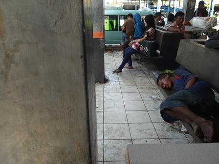 Ilustrasi, Anak Terlantar di Terminal Non Bis Guntur, Garut, Jabar, Ini Sakit, Siapa Bertanggungjawab. (Foto: John).