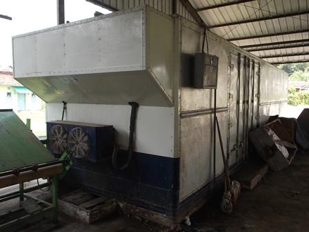 Cold Storage, Atawa Lemari Pendingin Sayuran Pada Sub Terminal Agribisnis Bayongbong Garut, Sejak Peresmiannya Hingga Kini Tak Pernah Terpakai, Bahkan Menjadi Besi Tua. (Foto : John).