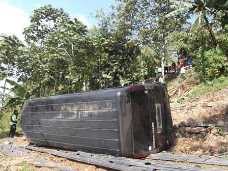 Ilustrasi, Mobil Terguling dan Terbalik di Garut. (Foto: John).