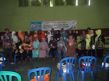 Foto bersama peserta pelatihan dan panitia. (Foto:SB)