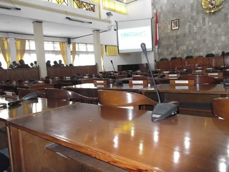 Ilustrasi, Gedung DPRD Garut Kerap Berkondisi Lengang. (Foto: John).