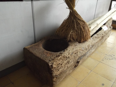 Ilustrasi, Lisung (Penumbuk Padi), Juga Menjadi Koleksi Museum Disbudpar Kabupaten Garut. (Foto: John).