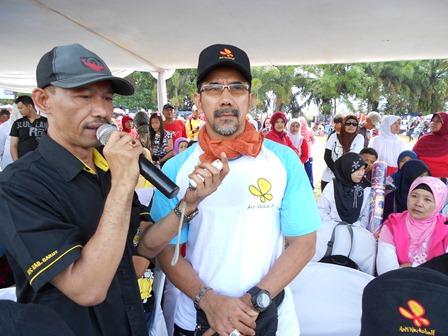 Ilustrasi, Kasatnarkoba AKP Nurjaman bersama reporter. (Foto: John).