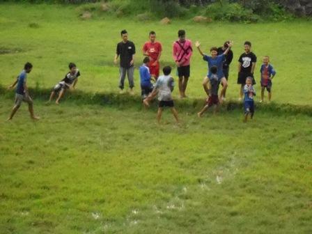 Ilustrasi, Anak-Anak Garut Berolahraga Tradisional. (Foto: John).
