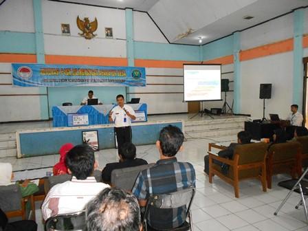 Syam Sumaryana, SH, MH Presentasikan Undang-Undang Nomor. 35/2009, Senin (16/12). Foto : John.