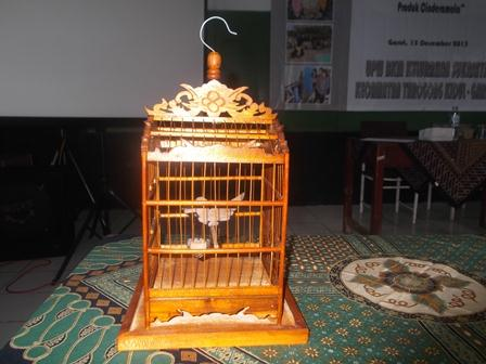 Miniatur sangkar burung, kerajinan dari RW 09 Sukajaya. (Foto:SB)