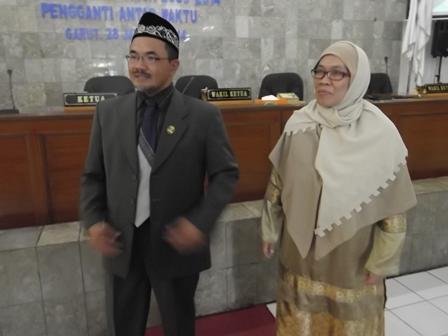 Syihabuddin dan Istri. (Foto: John Doddy Hidayat).