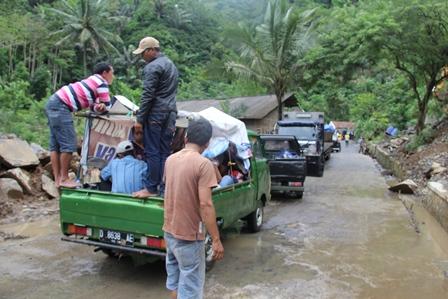 Inilah, Kondisi Lintasan Ruas Badan Jalan Cukul Talegong - Cisewu. (Foto: John Doddy Hidayat).