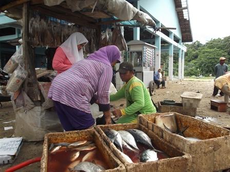 Produk Nelayan Garut. (Foto : John Doddy Hidayat)