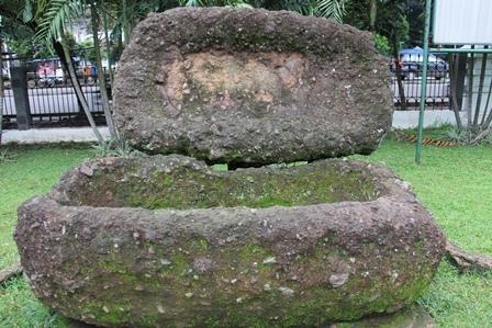 Ilustrasi. Barangkali Peti Kubur Ini, Cocok Bagi Koruptor, Penjarah APBN Atawan APBD. (Foto: John Doddy Hidayat).