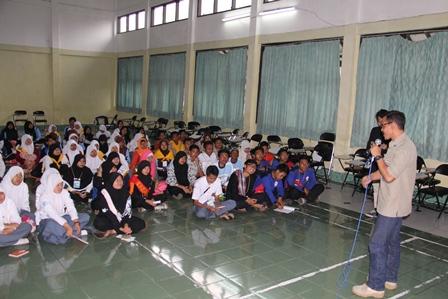 Darmawan, SE Sajikan Penguatan P4GN, Kamis (02/01-2014). Foto: John.