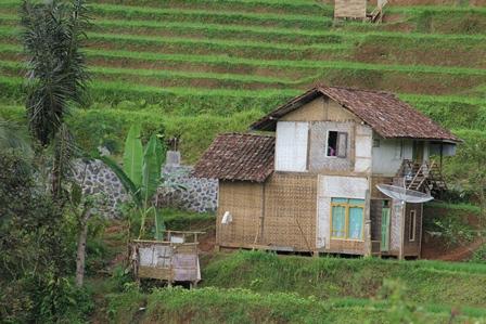 Ilustrasi. Inilah, Rumah Penduduk pada Lokasi Antara Bungbulang - Cisewu, Garut, Jabar, Sangat Berpotensi Tergerus Bencana Tanah Longsor. (Foto : John Doddy Hidayat ).