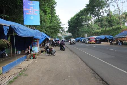 Bentangan Lapak Pedagang Cincaw, Terpanjang di Dunia.