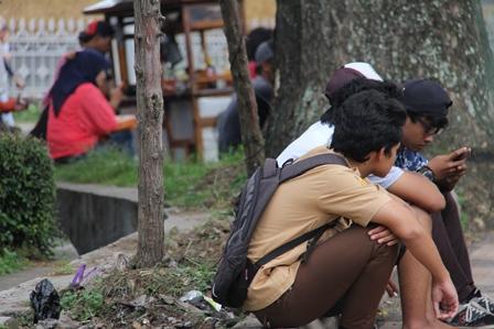 Mejeng di Jalan Patriot Garut, Sabtu (01/02-2014). Foto: John Doddy Hidayat.