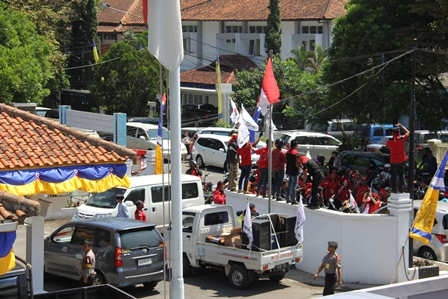 Kepung BPMPT Garut, Tanyakan Proses Perijinan Rumah Sakit Nurhayati. (Foto: John Doddy Hidayat).