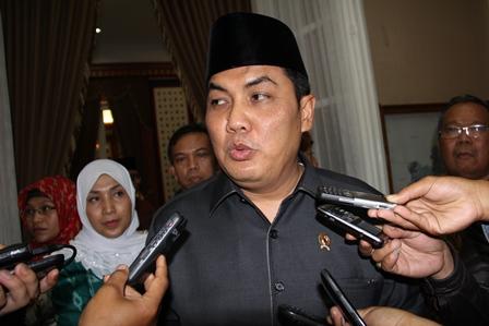 Ketika Didesak Pertanyaan Garut News, Rabu (12/02-2014). Foto: John Doddy Hidayat.
