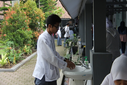 Perilaku Hidup Bersih dan Sehat, Pada Lingkungan SMAN 1 Garut. (Foto: John Doddy Hidayat).