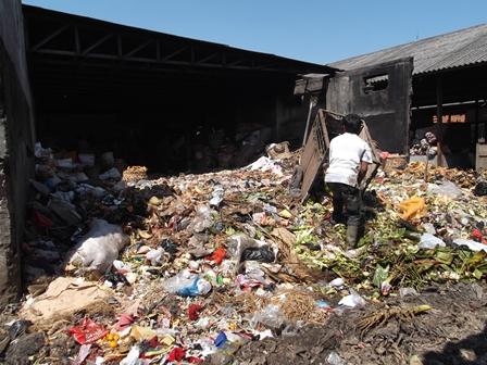 Ilustrasi. Inilah Kondisi Rawa Kubangan Sampah di Pasar Ciawitali Garut, Jabar, Masih Dibiarkan Berkondisi Menjijikan, dan Bau. (Foto: John Doddy Hidayat).