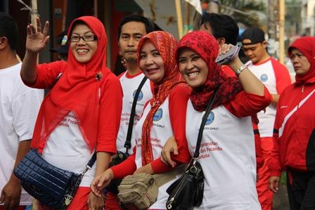 "Keluarga Besar BNNK Garut Semarakkan Gerak jalan Sehat ""Ahad""."