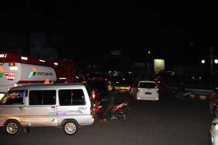 Kepungan Kemacetan Bundaran Simpang Lima Garut, Ahad (30/03-2014) Malam.