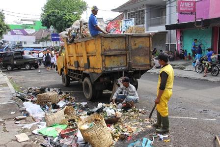 Ilustrasi. Menjadi Sampah. (Foto: John Doddy Hidayat).
