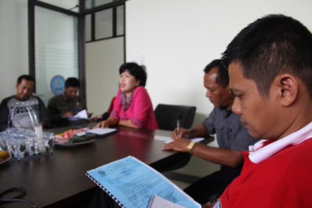 Kepala BNN Kabupaten Garut, AKBP Widayati Pimpin Rapat Koordinasi Intern, Jum'at (21/03-2014). Foto: John DH.