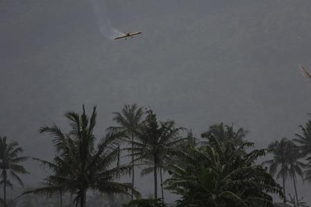 Ilustrasi. Bermanuver di Lembah Sunyi Gunungapi Guntur, Garut, Jawa Barat. (Foto: John Doddy Hidayat).