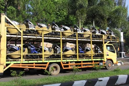Ratusan Unit Sepeda Motor Baru,  Setiap Hari Serbu Garut. (Foto: John Doddy Hidayat).
