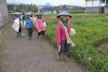 Sosok Perempuan Pekerja Keras. (Foto : John Doddy Hidayat ).