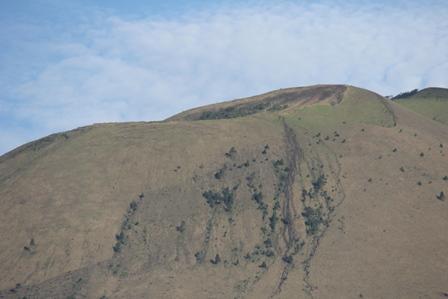 Ilustrasi. Pasir pada Lembah dan Tebing Kaki Gunungapi Guntur, Garut, Jabar, Terus-Menerus Digerogoti Penambangan Pasir serta Batu. (Foto : John Doddy Hidayat).