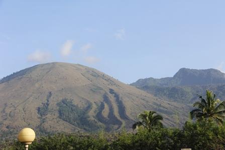 Inilah, Mozaik Alami Gunungapi Guntur Bersanding Dengan Gunung Putri.