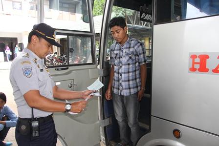 Proses Pemeriksaan Legalitas Dokumen Kendaraan.