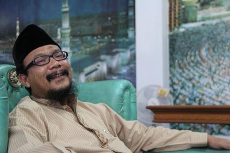 KH Drs Agus Muhammad Soleh, Tertawa dengan Ringan, Selasa (06/05-2014).