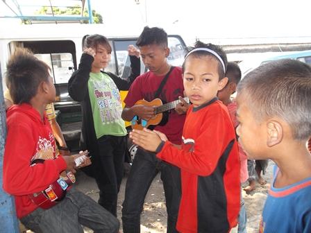 Ilustrasi. Anak Jalanan Pengamen di Kota Garut ini, Juga Memiliki Hak Perlindungan. (Foto : John Doddy Hidayat).