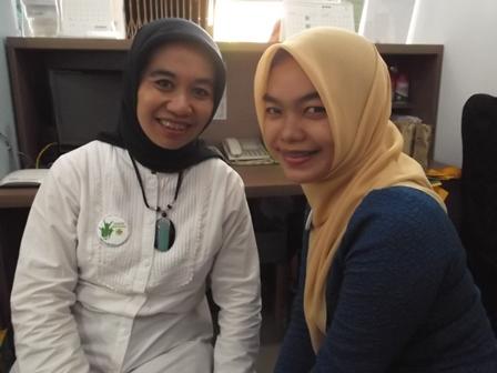 Yanti Widamayanti, Sp.Pd Bersama Yuniornya, dr Hani Hanifah.