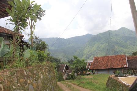 Ilustrasi Kampung/Desa Pangeureunan, Limbangan, Garut, Jabar. (Foto: John Doddy Hidayat).