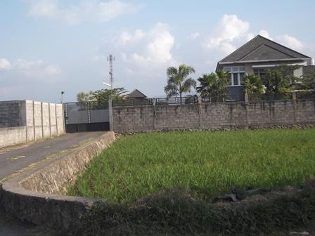Areal Persawahan di Garut, Kian Menyempit. (Foto: John Doddy Hidayat).